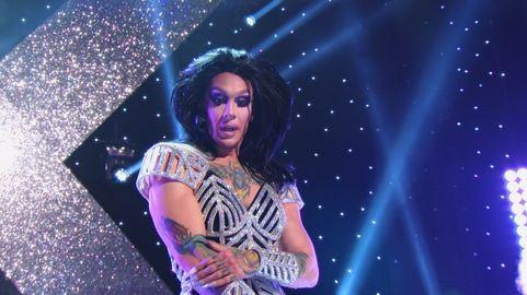 Kameron Michaels isn't quite sure what's happening below, but she's certainly a little revolted at the sight.